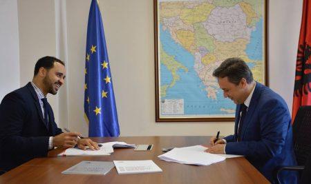 """Shoqëria """"Turgut Ozal EDUCATION """" sh.a. nënshkruan marrëveshje me Kolegjet CATS pjesë e Cambridge Education Group Limited """"CEG"""""""